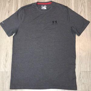 Men's grey Under Armour shirt